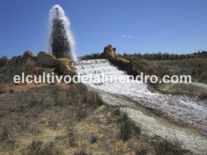 Cascada para provocar la aireación y precipitación del hierro